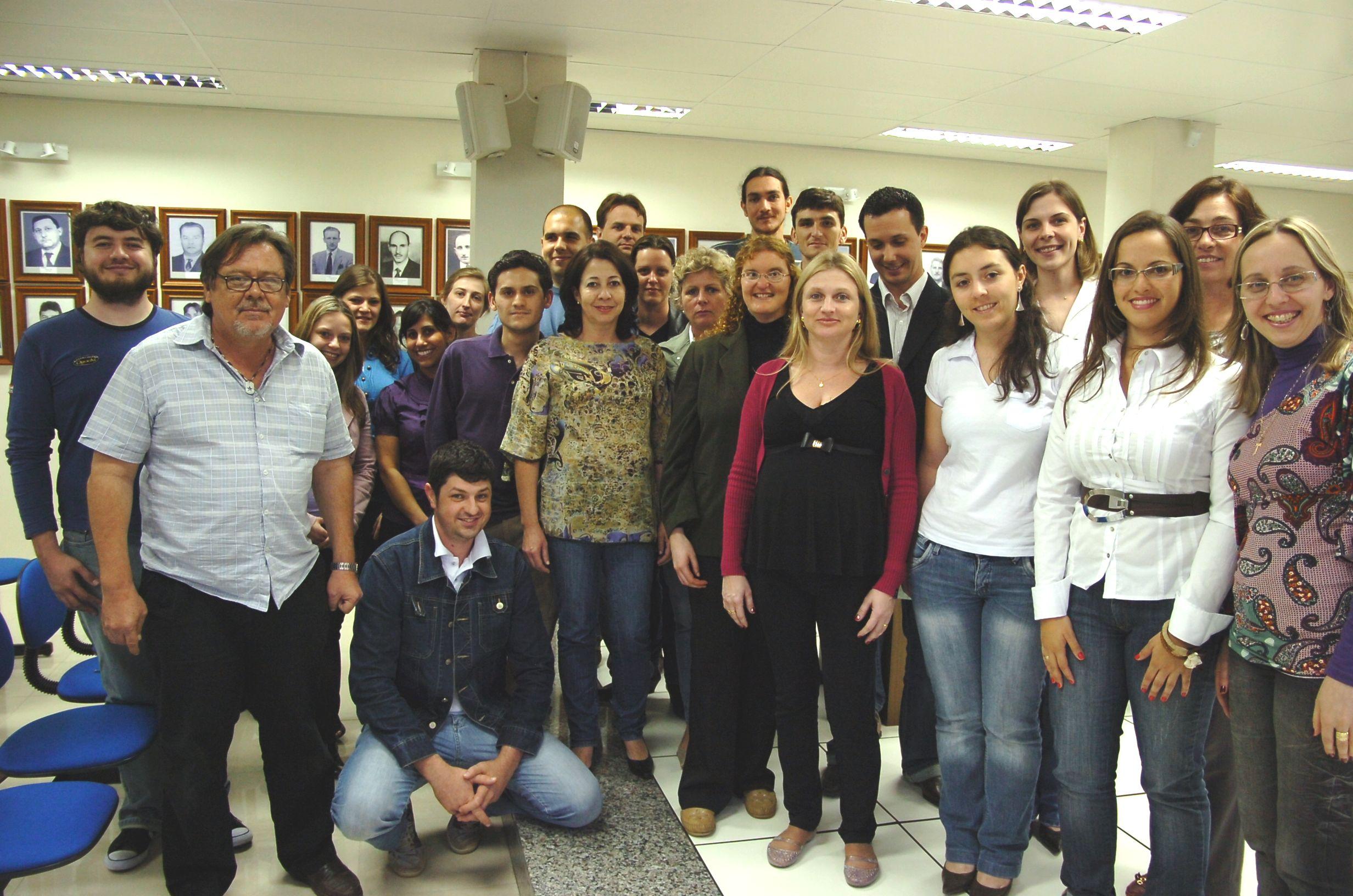 Servidores do Campus participam em ato de lançamento do curso superior de Tecnologia em Processos Gerenciais, na Câmara de Vereadores de Feliz. Data: 13 de dezembro de 2010