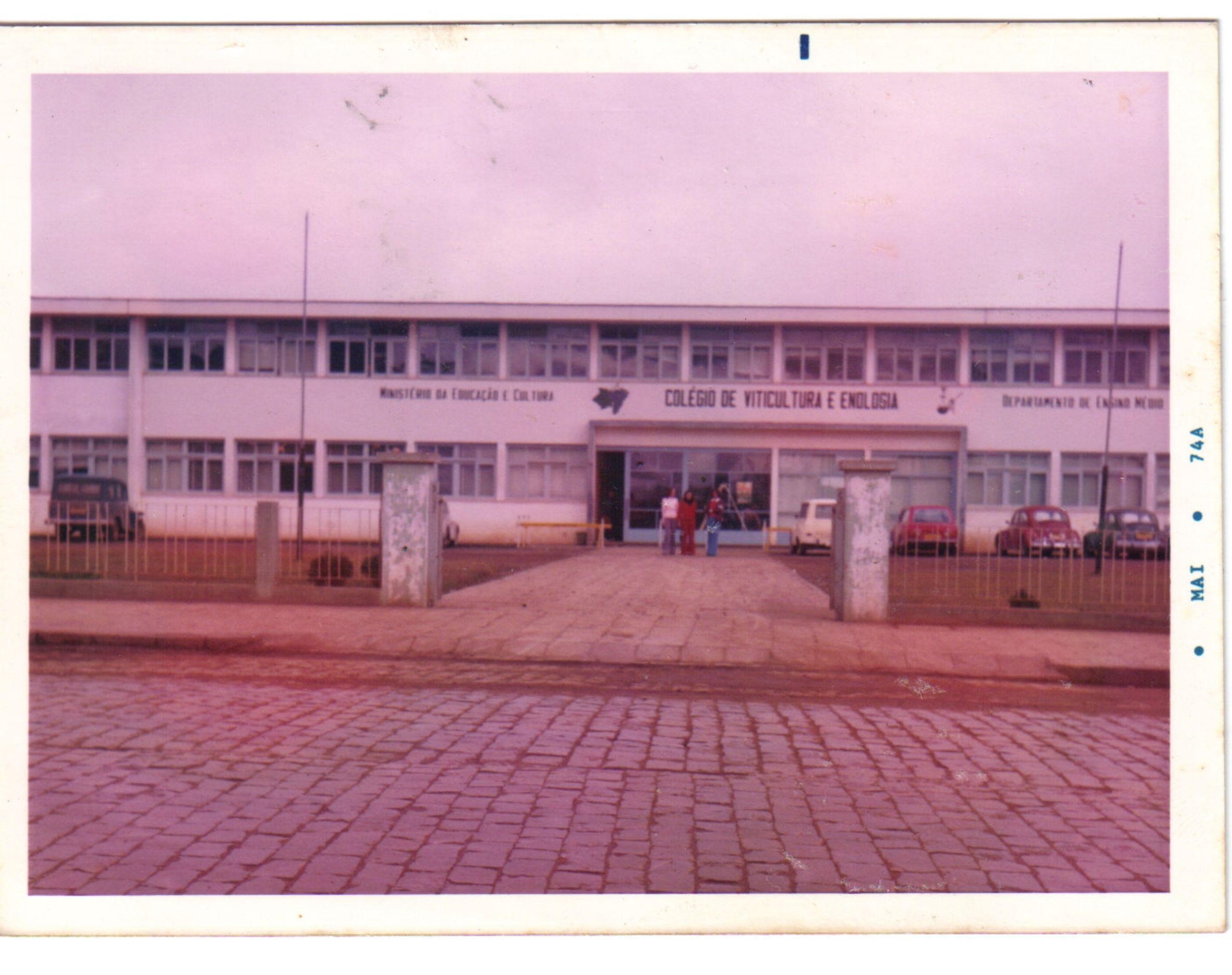 Fachada do Colégio Viticultura e Enologia - atual Campus Bento Gonçalves - Bloco A (1974)